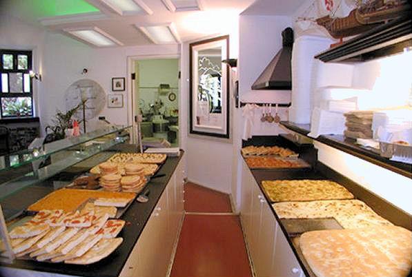 Cessione d 39 azienda prati borgo pio storica pizzeria tavola for Arredare pizzeria